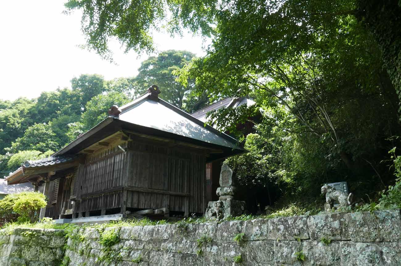 東宮神社の拝殿と本殿の画像