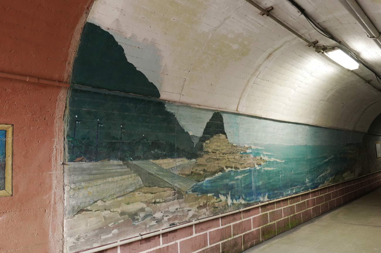 鴨川市の海辺の壁画