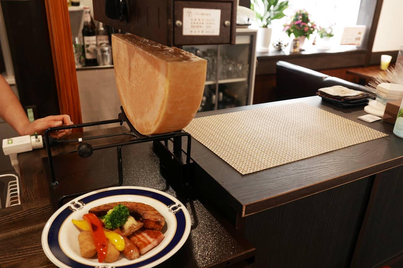 チーズを焼くオーブンの画像