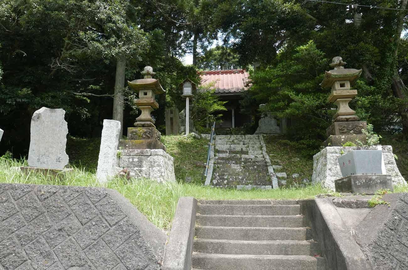 八雲神社の常夜灯の画像