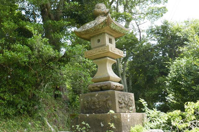 八雲神社の常夜灯(右)の画像