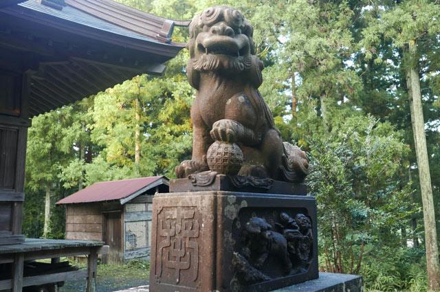 横山神社の狛犬(右)の画像