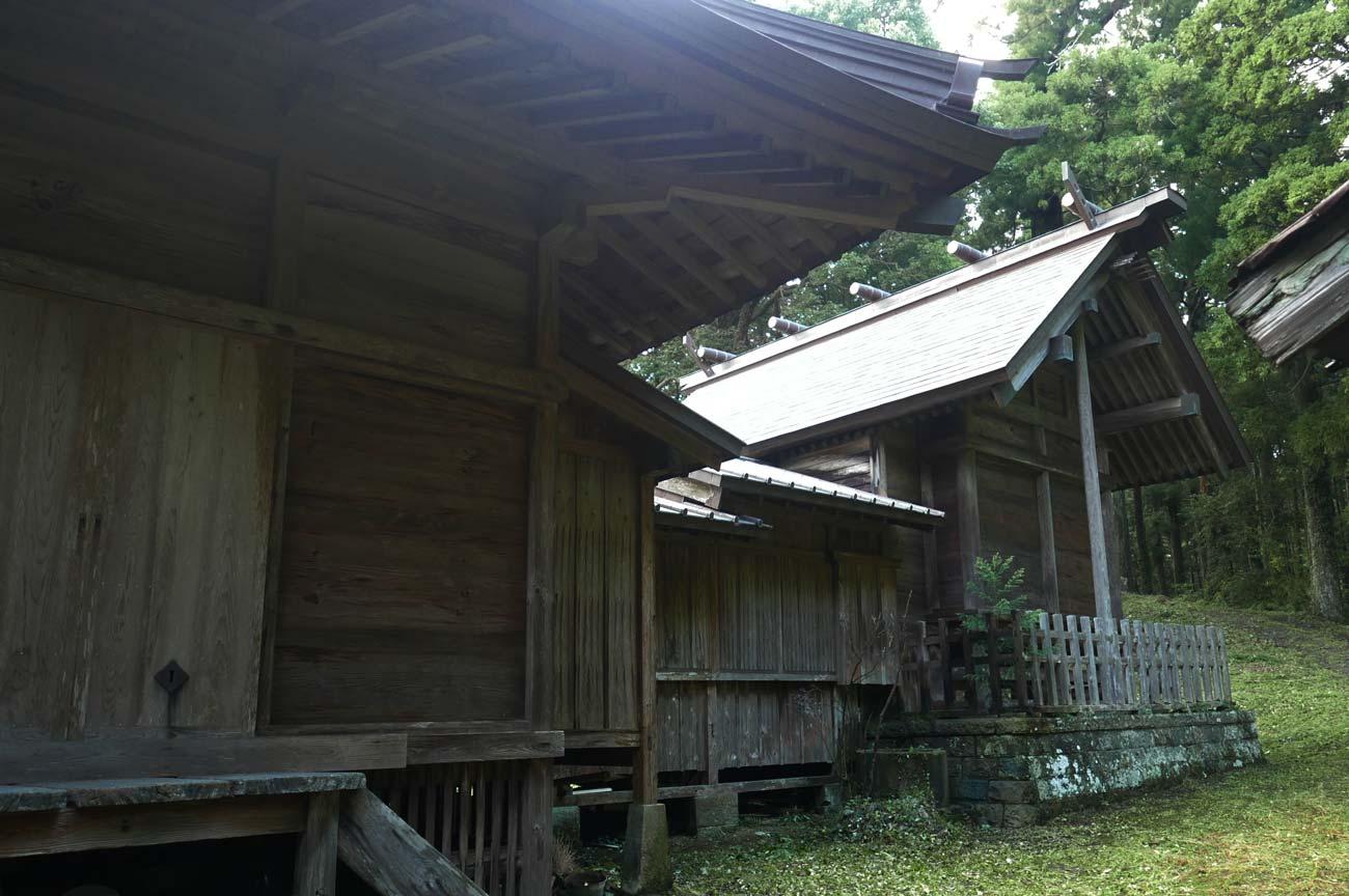 横山神社拝殿と本殿の画像