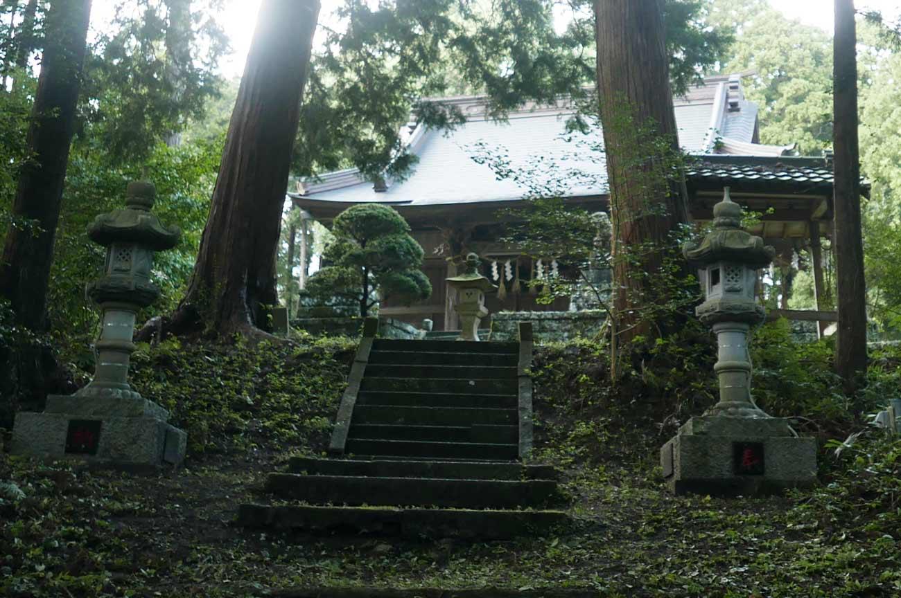 横山神社参道の画像