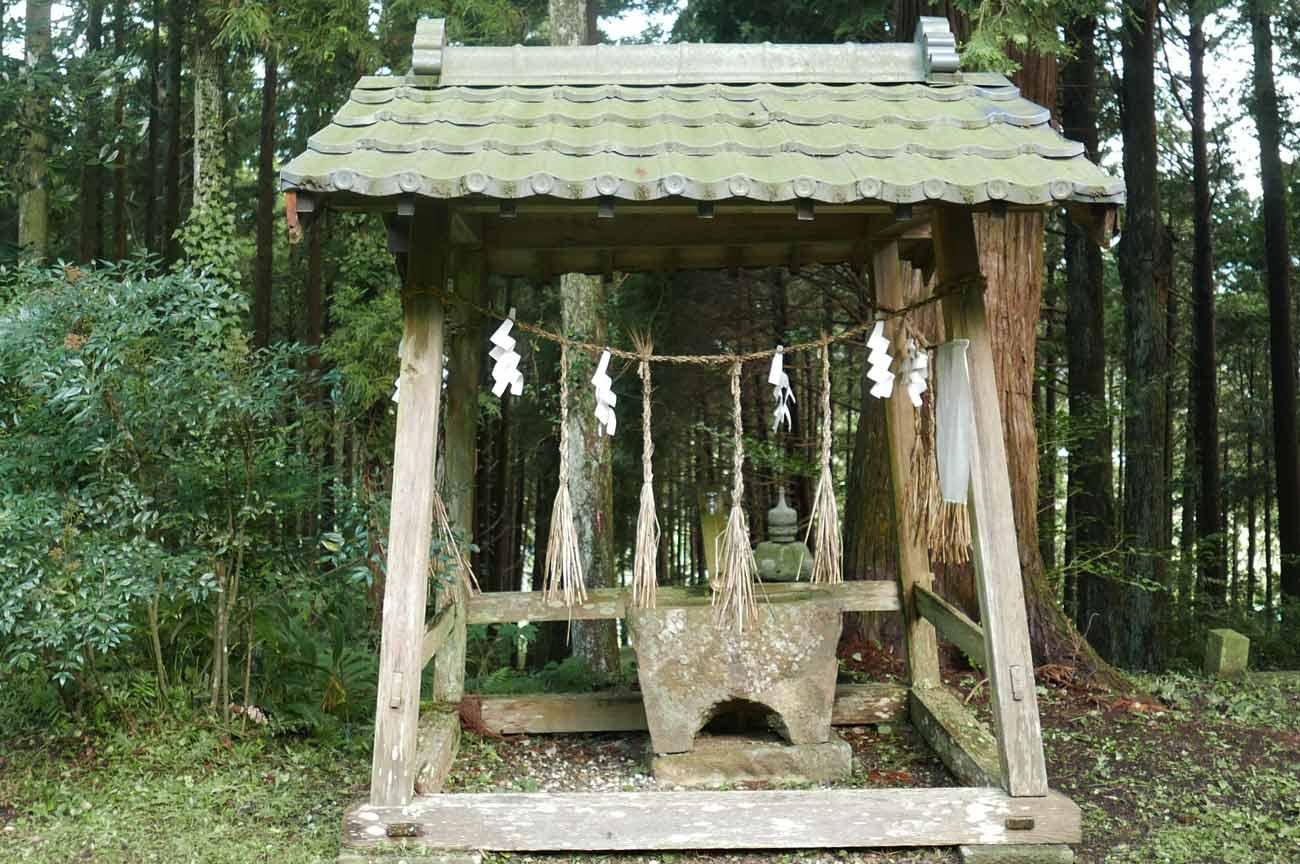 横山神社手水石の画像