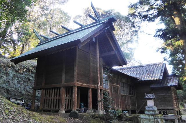 熱田神社の本殿と拝殿の画像