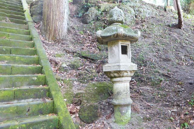 熱田神社の常夜灯(右)の画像