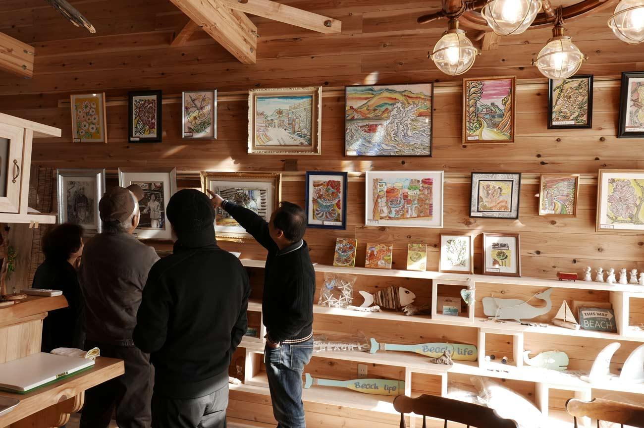 カフェ内部のギャラリーの画像