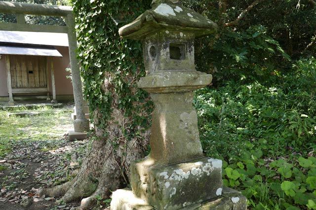 日枝神社の常夜灯(右)の画像