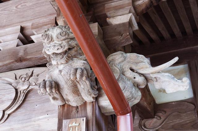 向拝の木鼻の彫刻(右)の画像