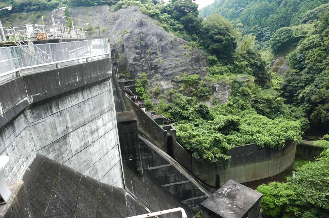 小向ダム堰堤の画像
