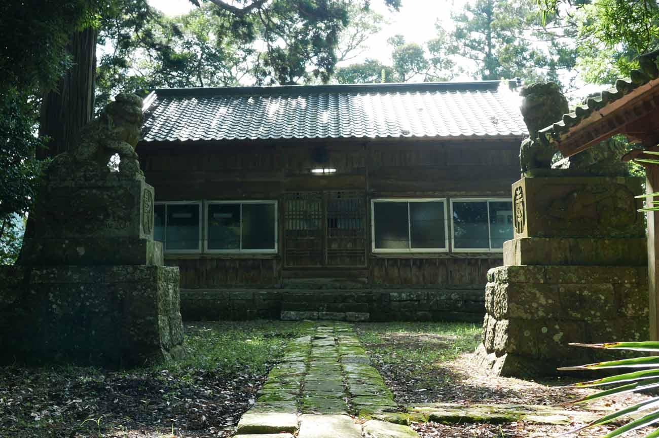 西神社拝殿の画像