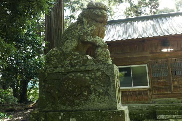 西神社の狛犬(左)の画像