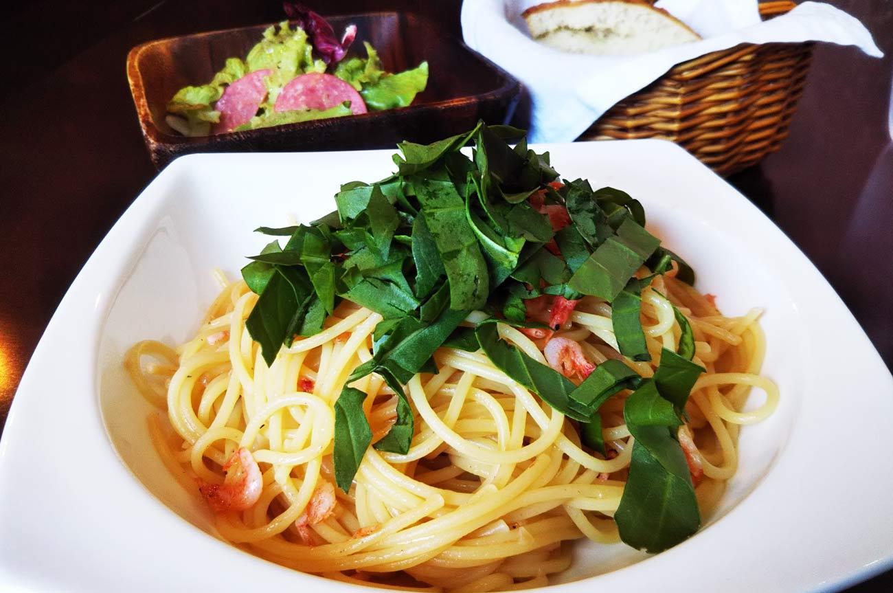 小エビとほうれん草のスパゲッティのアップ画像