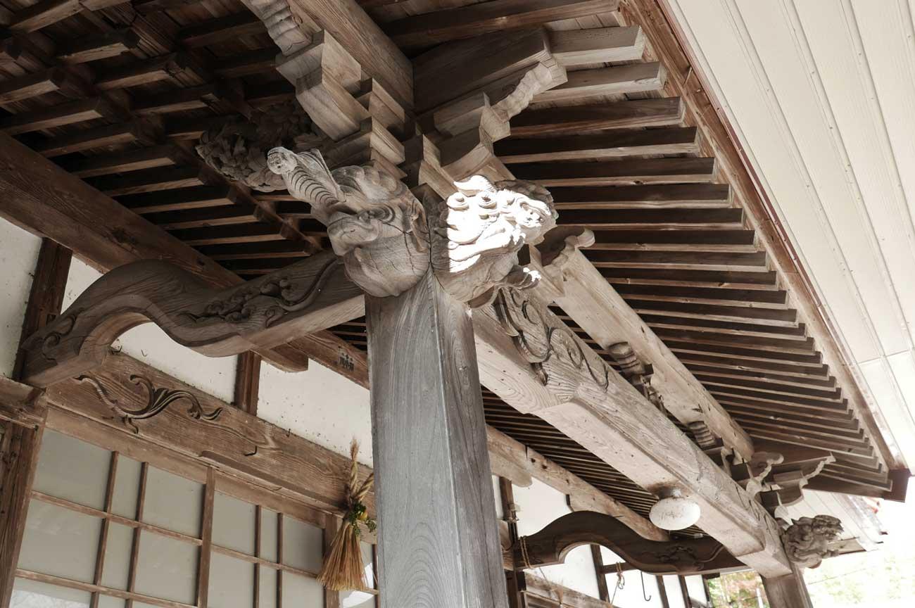 木鼻の彫刻(左)の画像