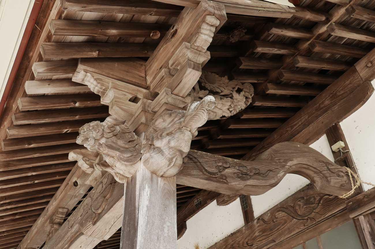 木鼻の彫刻(右)の画像