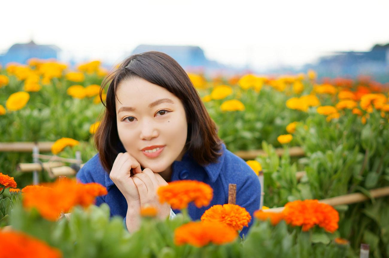 千倉 白間津の花畑でマリーゴールドと微笑む