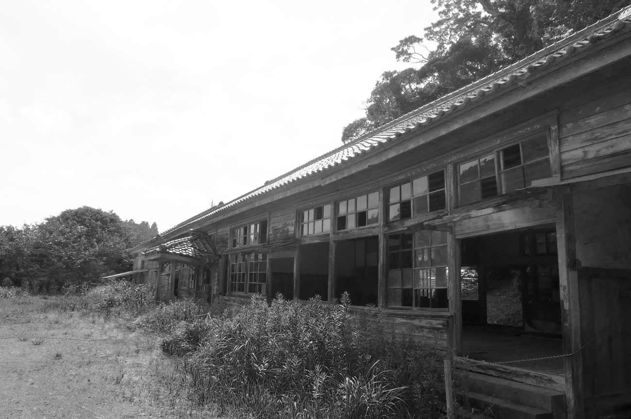 曽呂尋常小学校の外観画像(右横)