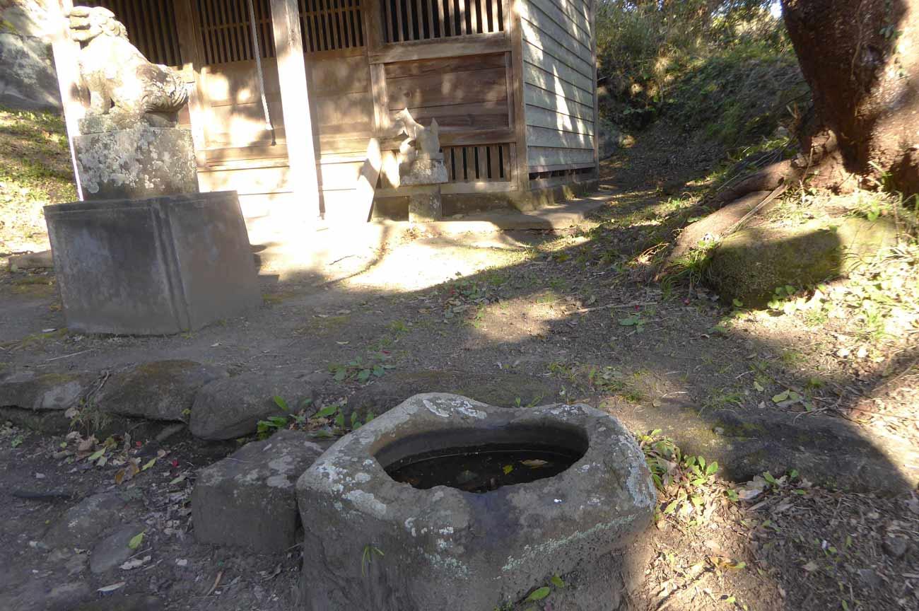 高皇産霊神社の手水石の画像