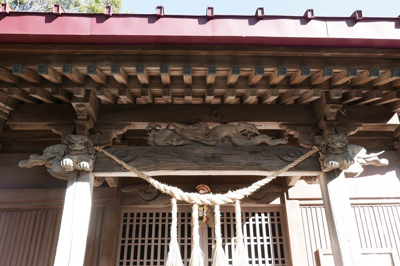 武志伊八郎信美の龍の彫刻の画像
