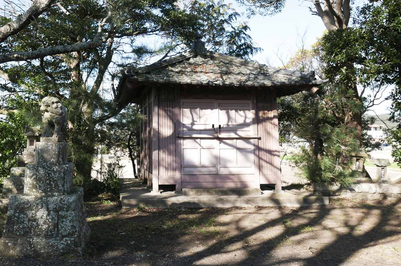 古い神輿小屋の画像