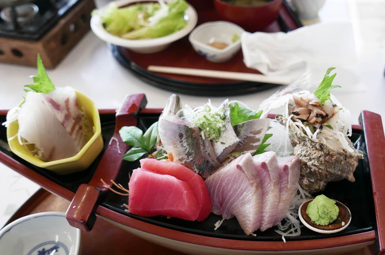 漁港食堂の定置網丼