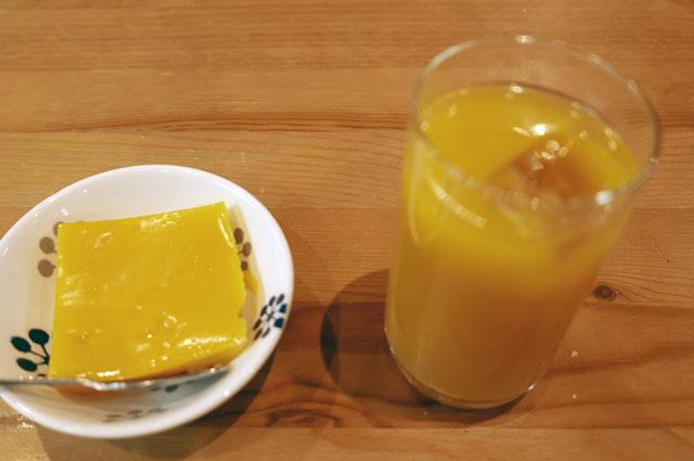 マンゴープリンとマンゴージュースの画像