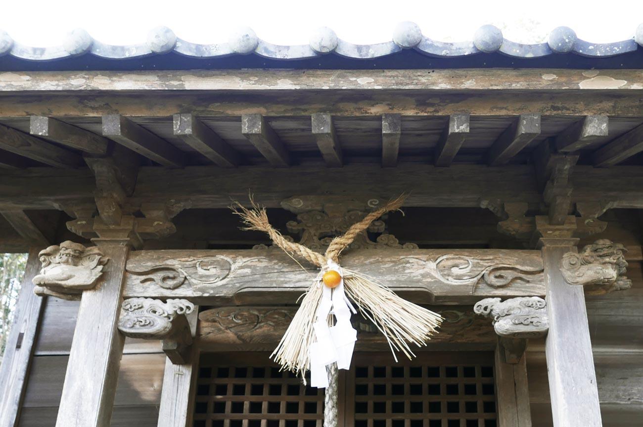 熊野神社拝殿の彫刻の画像