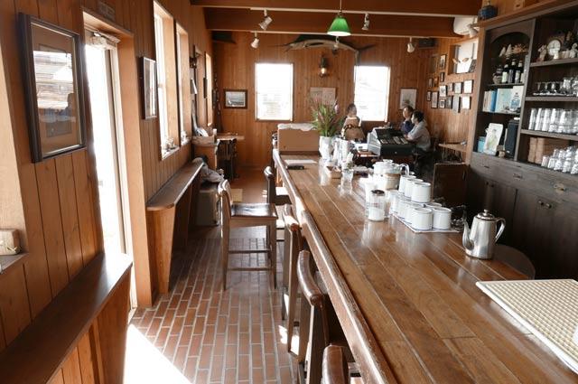 サンドカフェのテーブル席の画像