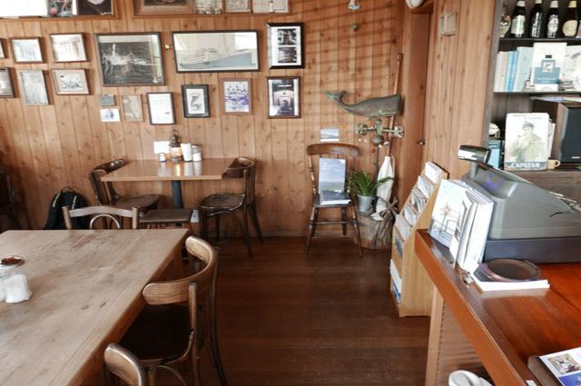サンドカフェのカウンター席の画像