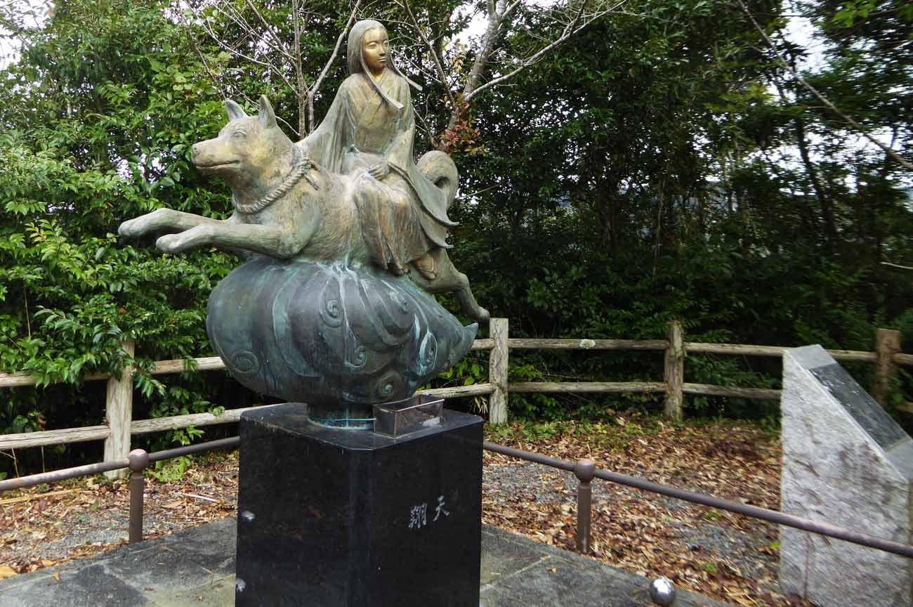 伏姫八房翔天の像の画像