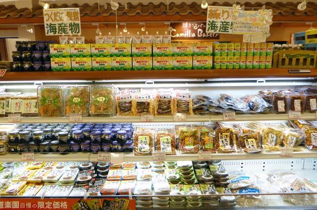 ビワサイダー、佃煮、練り物などの海産物コーナー