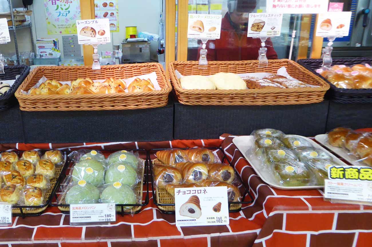 北海道メロンパン、レーズンブル、ガトー抹茶クリームパンの画像