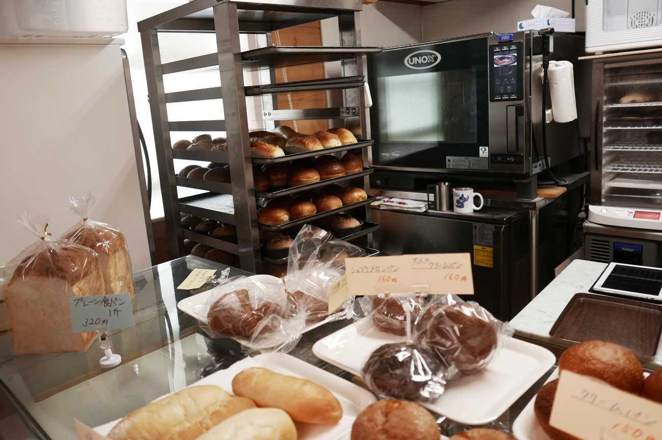 プレーン食パン、ショコラメロンパンの画像