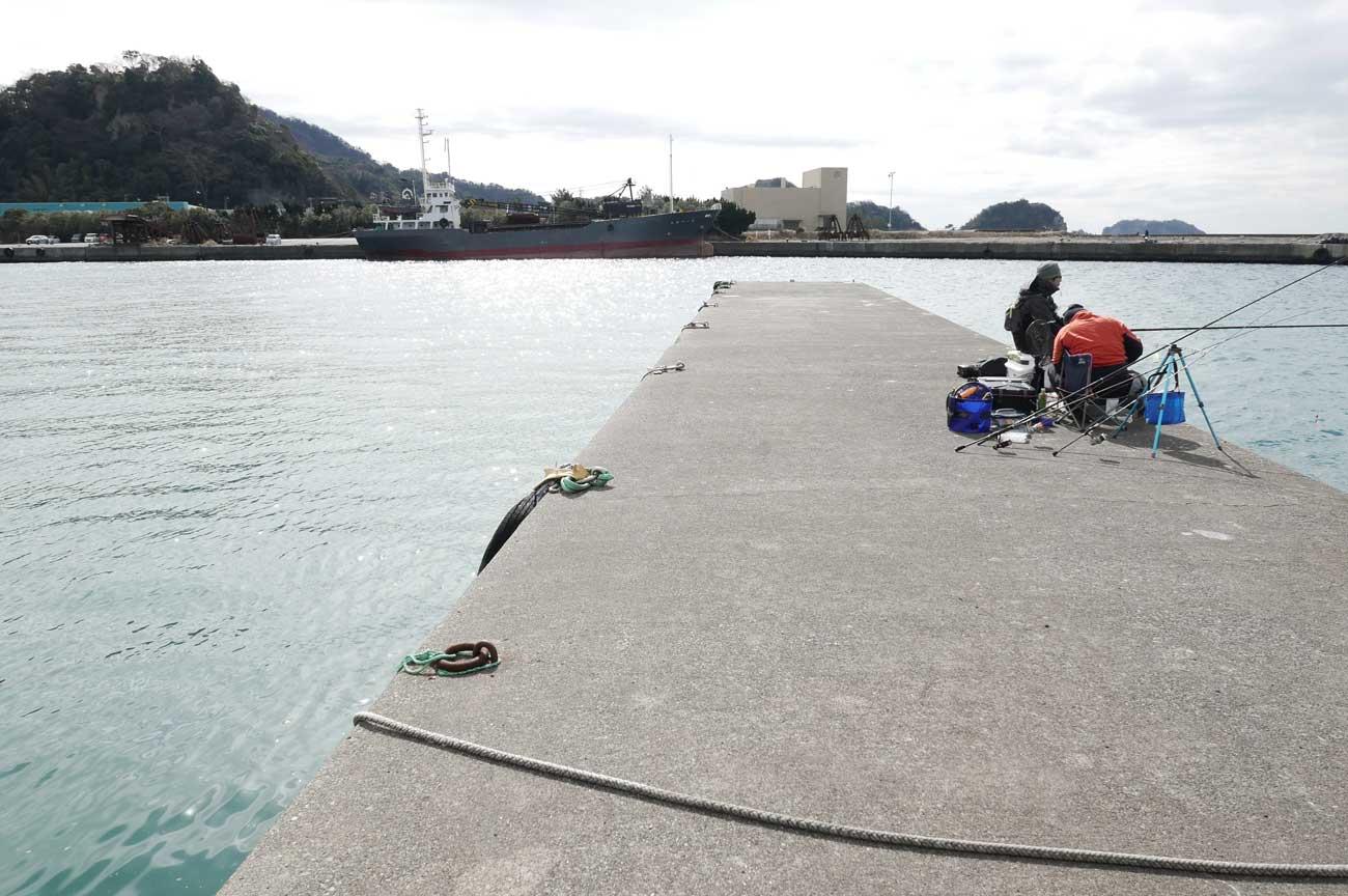 海に向かって左側の堤防の画像