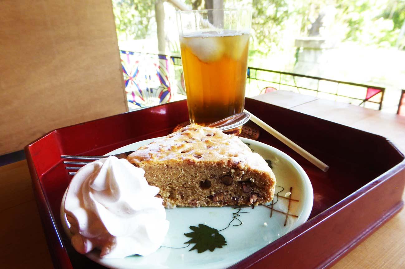 小豆ケーキと梅ジュースの画像