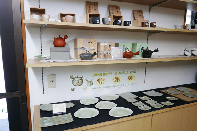 茶道具と常滑焼きの画像