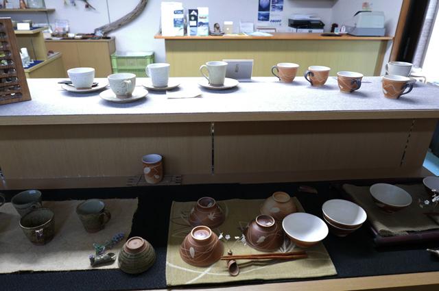 茶碗とコーヒーカップの画像
