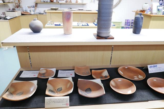 脚付四方鉢の画像1