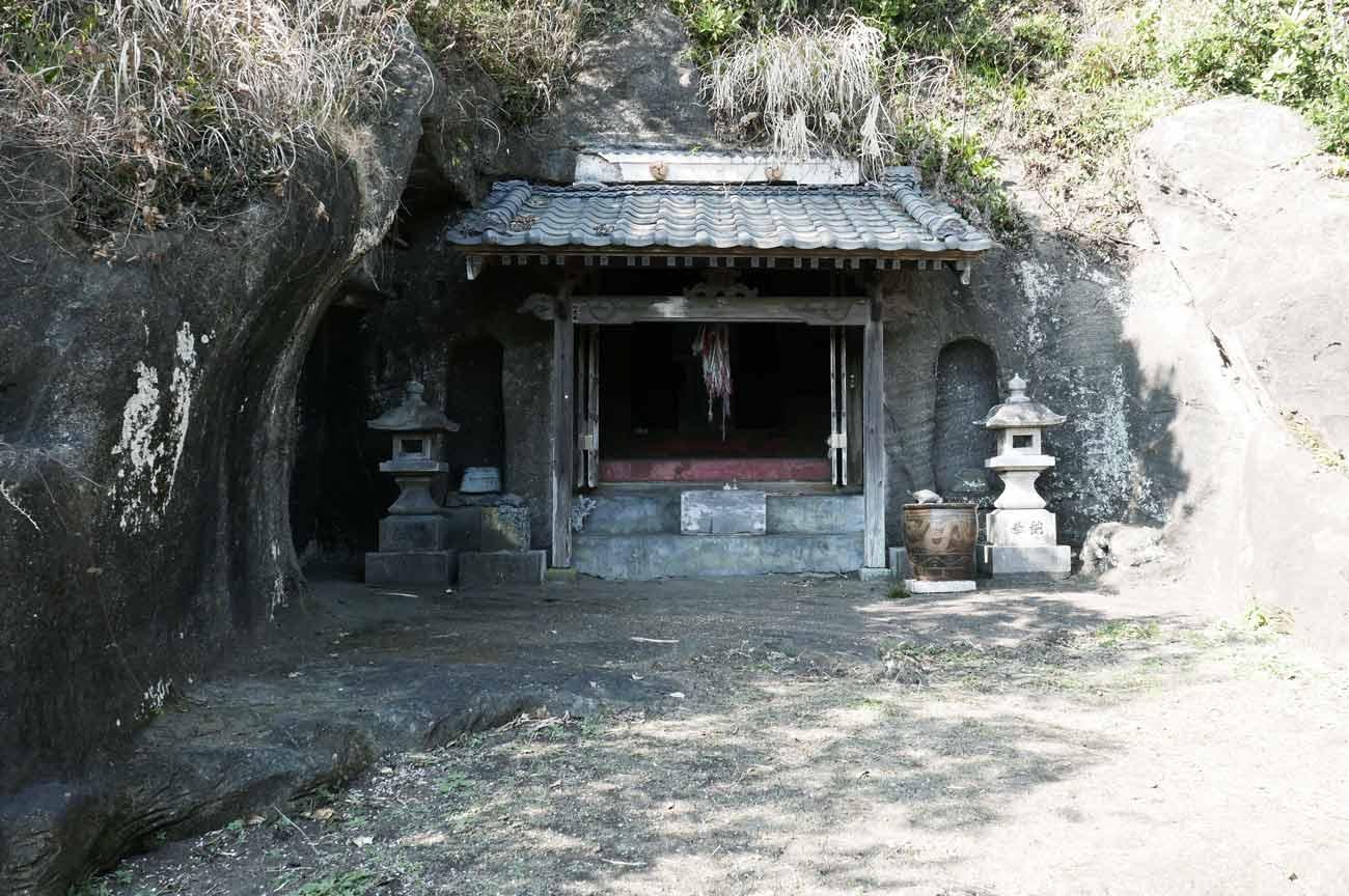 弁天神社拝殿の全体像