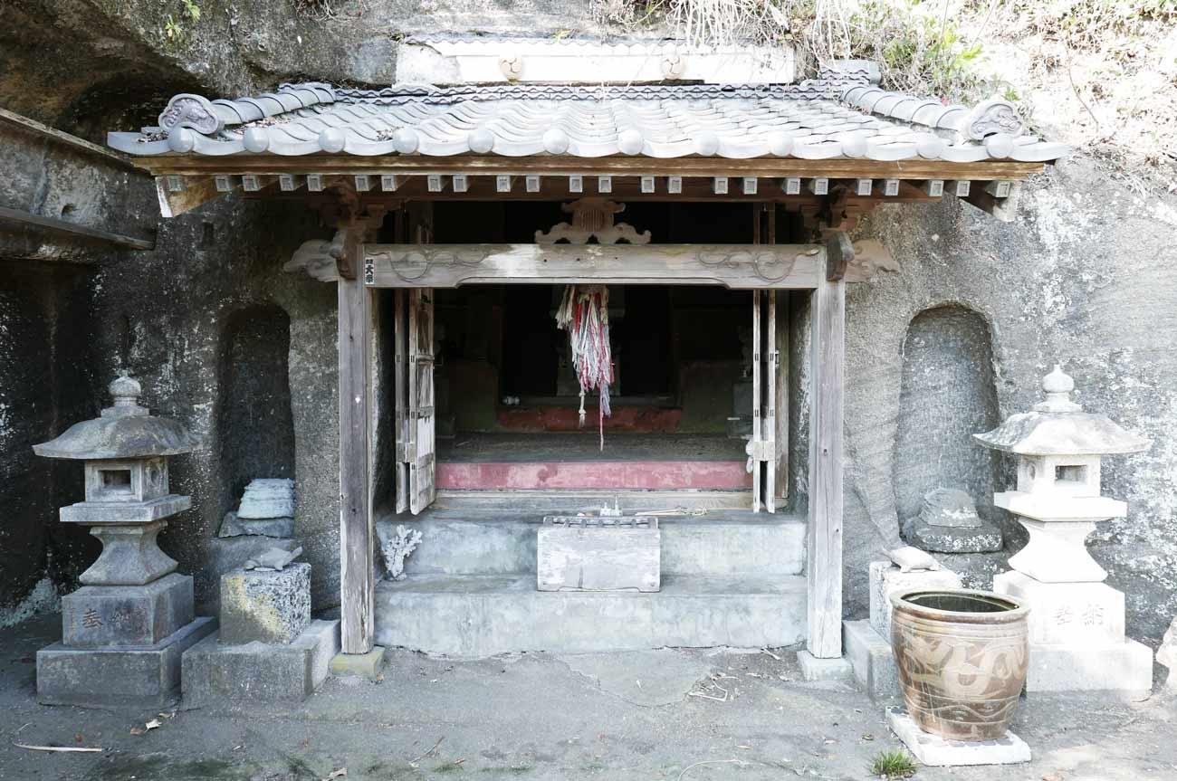 弁天神社拝殿のアップ
