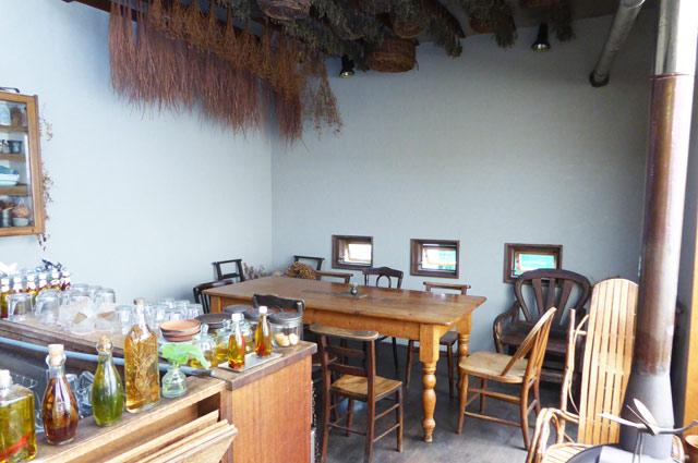 grass-Bのテーブル席の画像