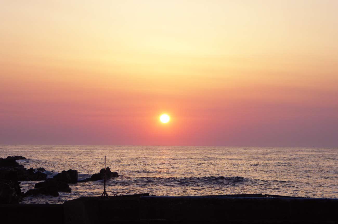 忽戸漁港の朝日の風景