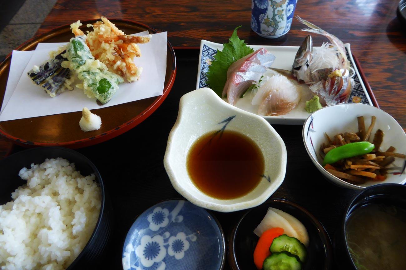 京やの刺身定食の画像