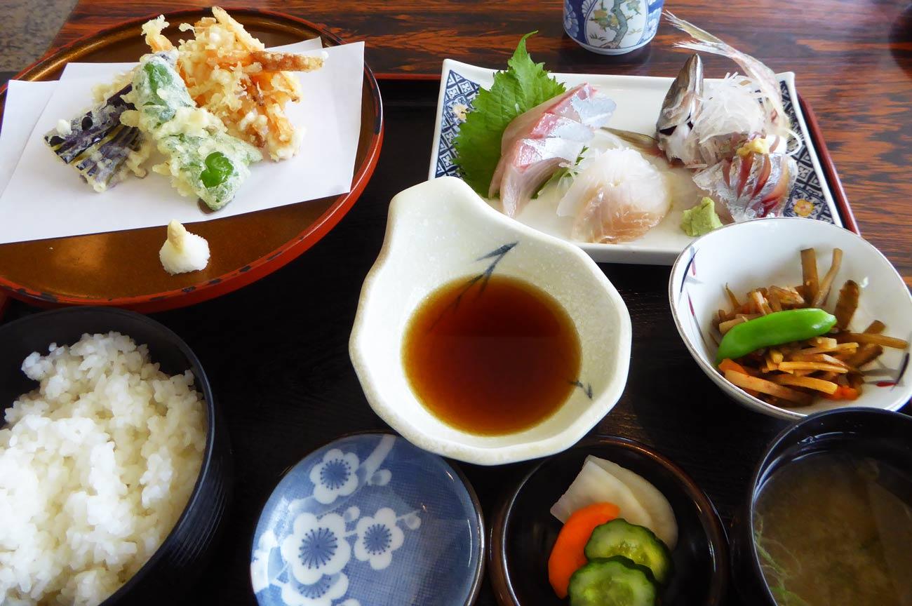 京やの地魚刺身・天ぷら定食の画像
