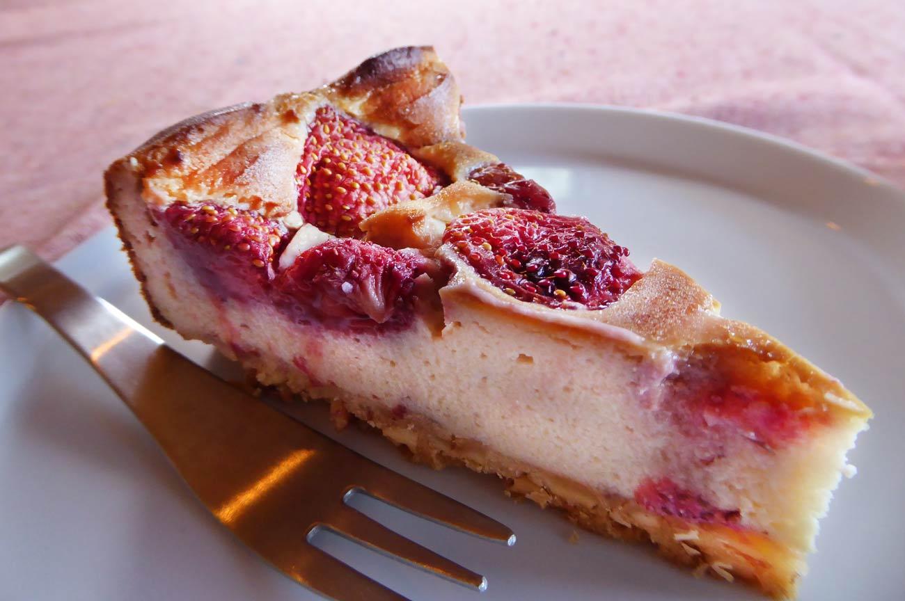 いちごの豆乳ヨーグルトケーキのアップ画像