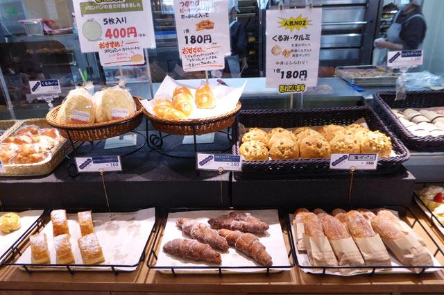 メロンパン、揚げパンの画像