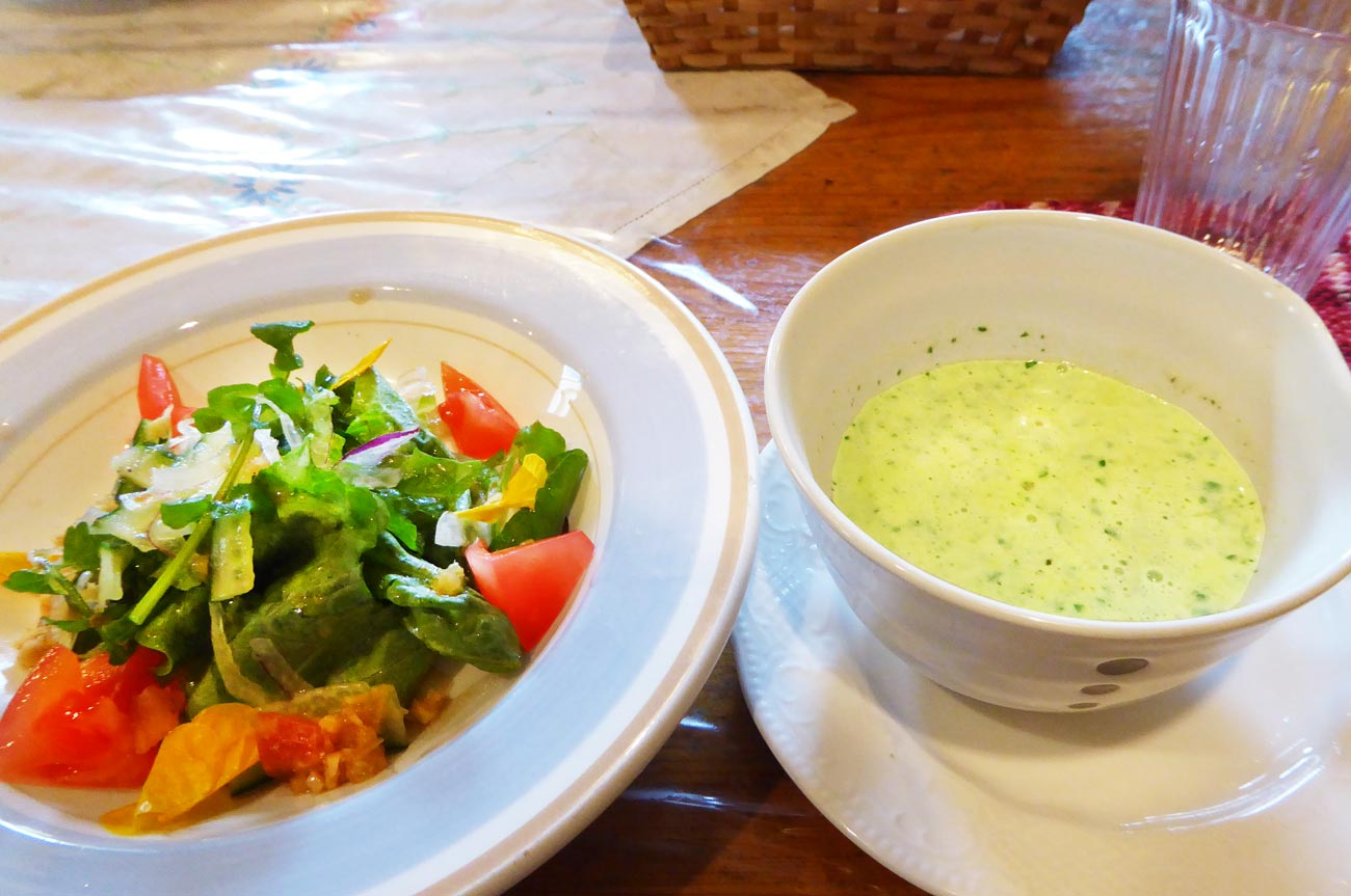 サラダとクレソンのポタージュの画像