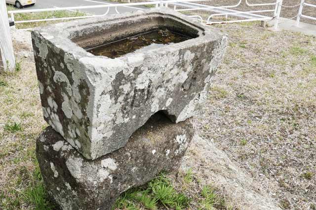 八雲神社の手水石