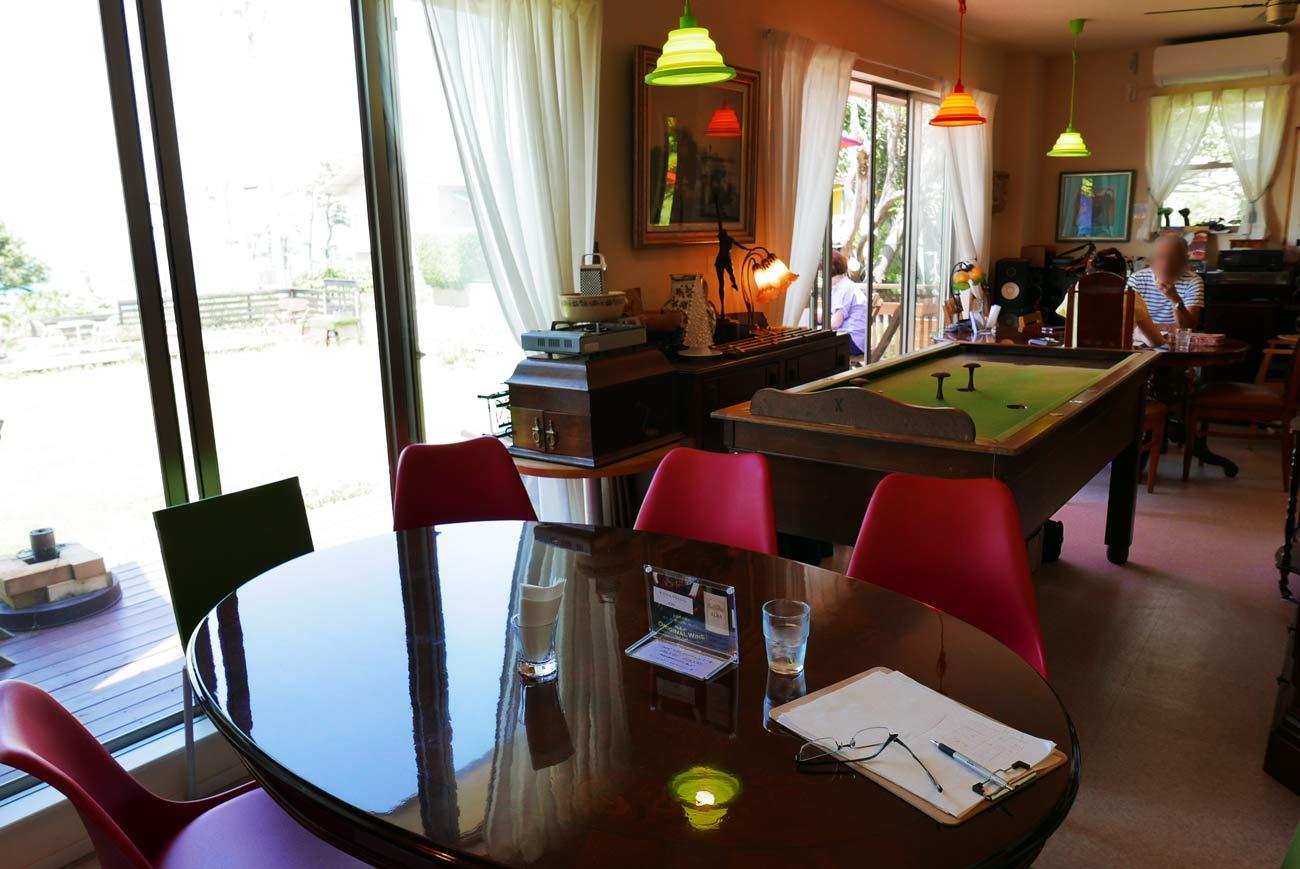 カフェアルバのテーブル席の画像